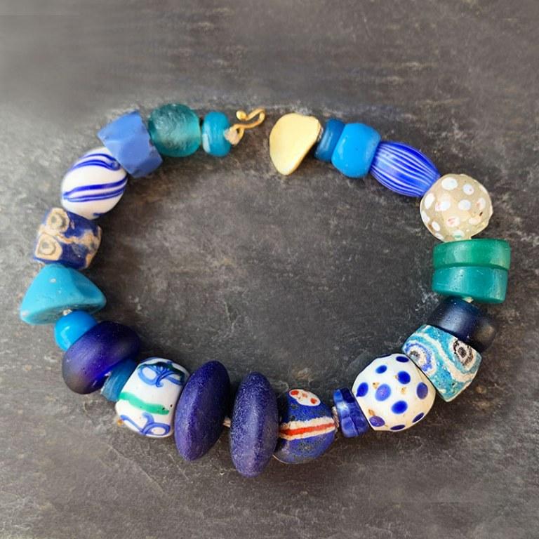 Bracelet Perles de verre Anciennes Bleues