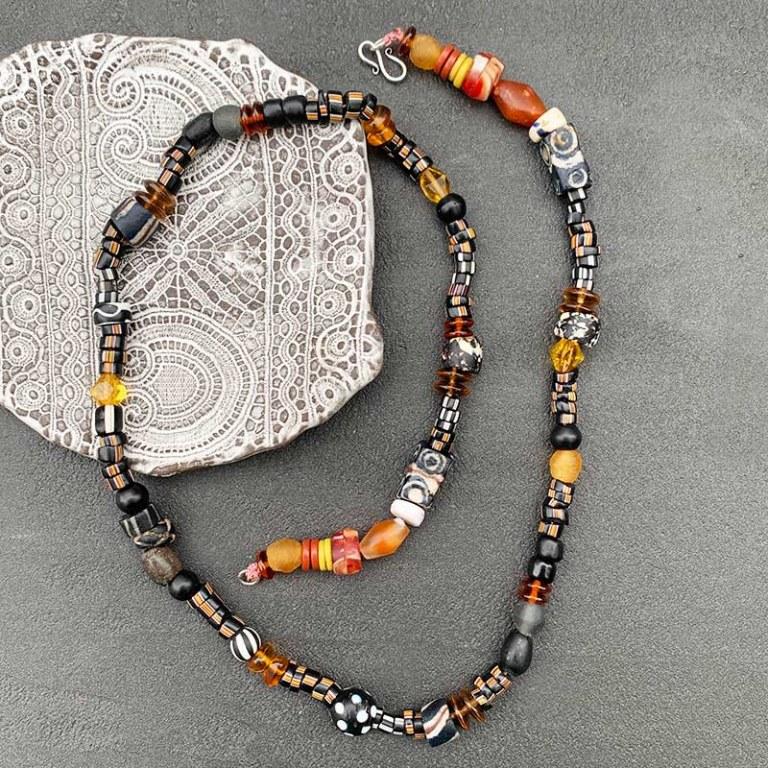 Collier de perles africaines noir/orangé
