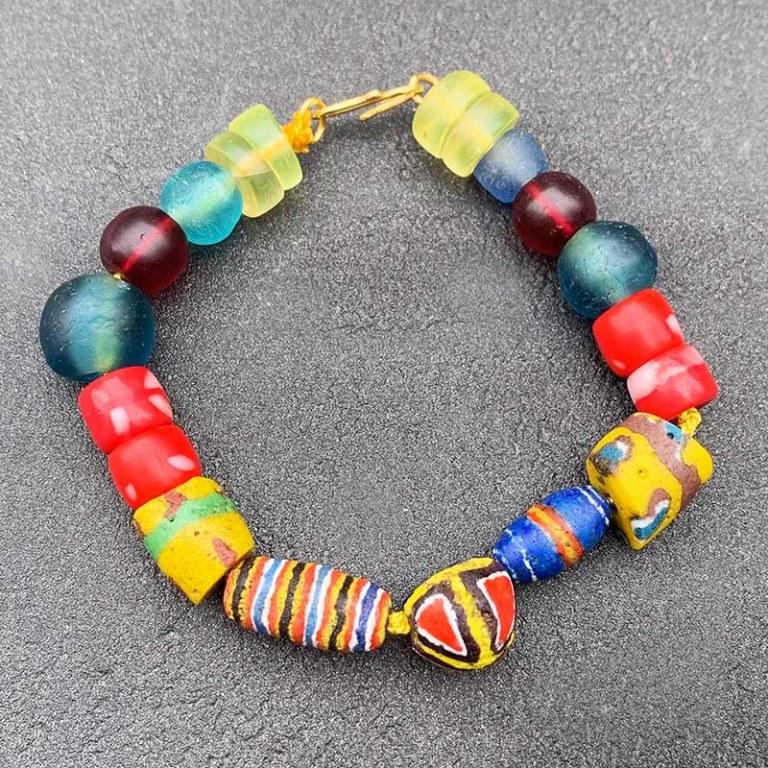 Bracelet perles de verre anciennes Kiffa