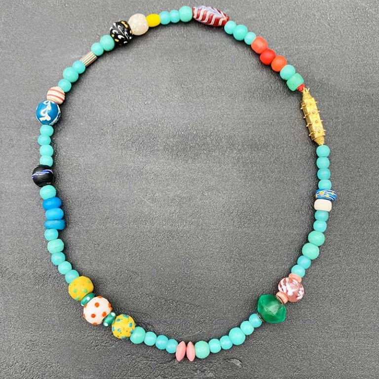 Collier de perles africaines fermoir Hindou