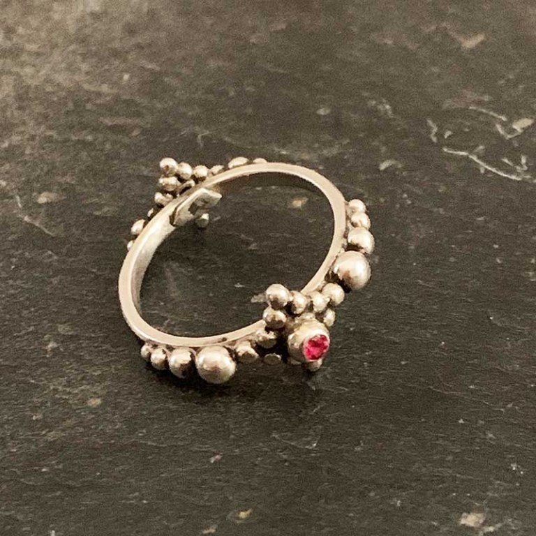 Bague Granulation Spinelle Rouge
