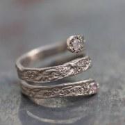 Bague Serpent Or Gris diamants bleus