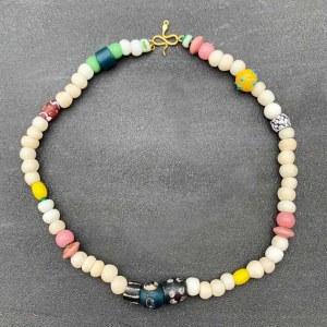 Collier Ivoire, perles anciennes