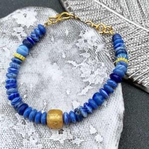 Bracelet de perles en verre bleues