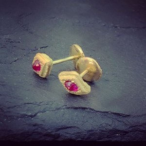 Boucles d'oreilles Triangle Rubis RESERVE